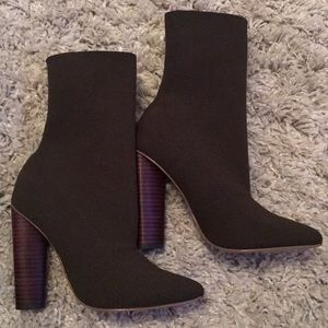 Steve Madden size 7 Capitol bootie Olive